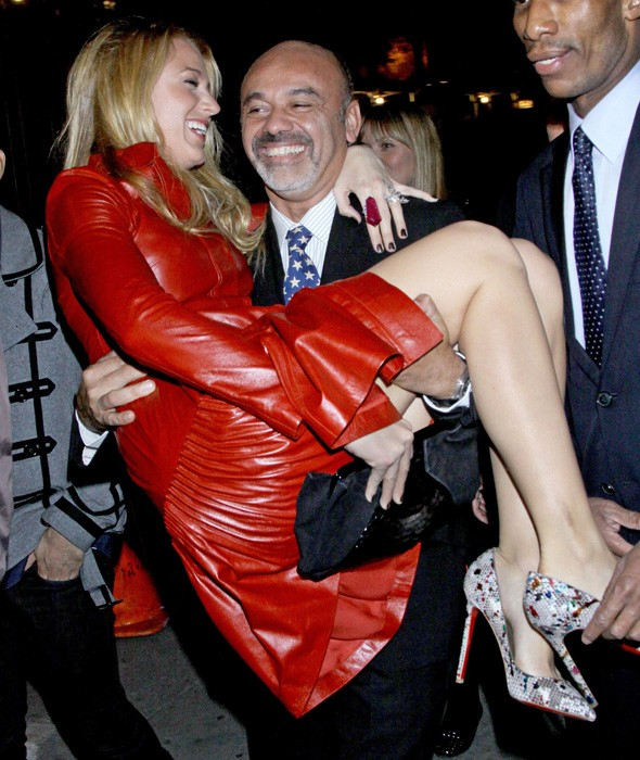 Painful shoes? Christian Louboutin carries Blake Lively out of cocktail party