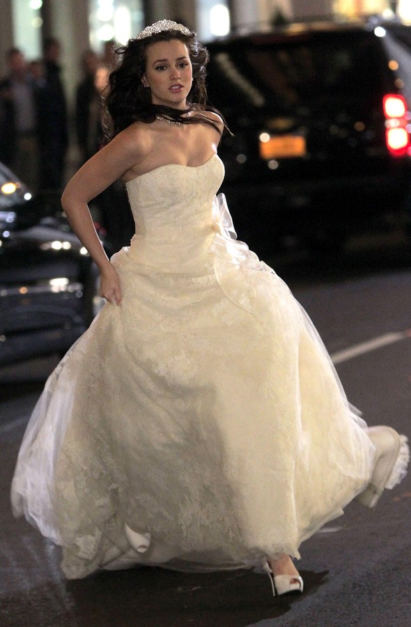 Leighton Meester films runaway bride wedding scenes on Gossip Girl set
