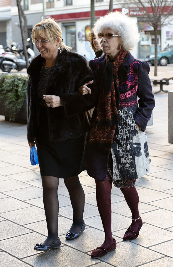 Duchess of Alba Watch: Mosaic coat and anklet over tights - still awesome