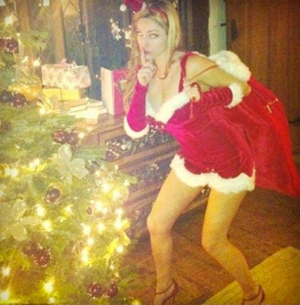 Santa, baby! Kelly Brook dresses as sexy Mrs Claus for Christmas