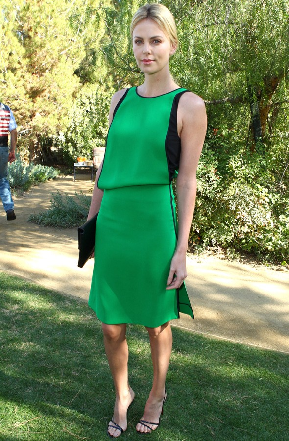 Charlize Theron accepts Variety award in green dress at Palm Springs Film Festival
