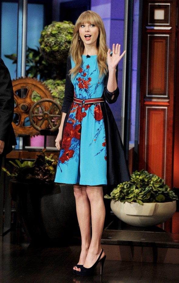 Taylor Swift is adorable in red, black and blue on the Tonight Show