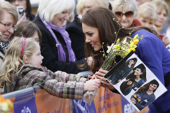 PSYCHIC ALERT: Small child successfully predicts Duchess Kate's outfit?
