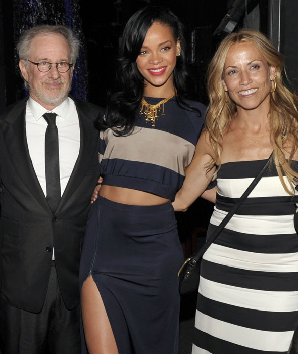 Rihanna perform at intimate charity gig, Steven Spielberg films her on his camera phone (PHOTOS)