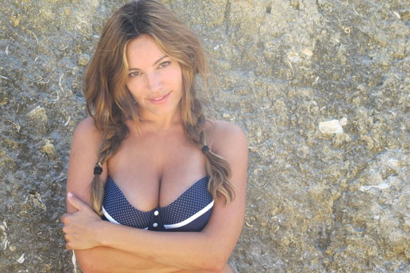 Kelly Brook posts bikini pictures on blog page