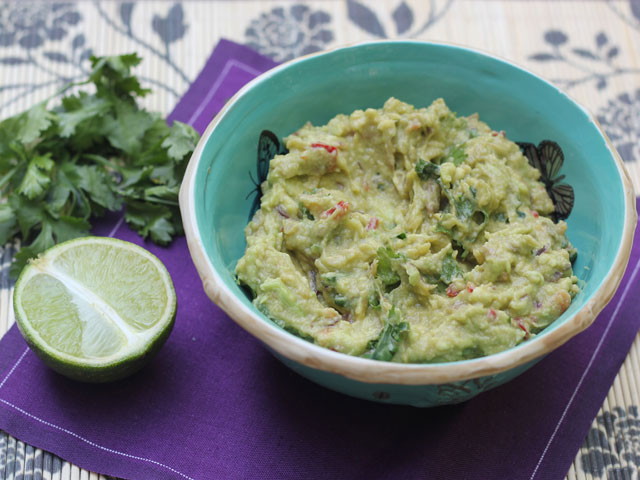 How To Make Smashed Guacamole, From Eat Like A Girl