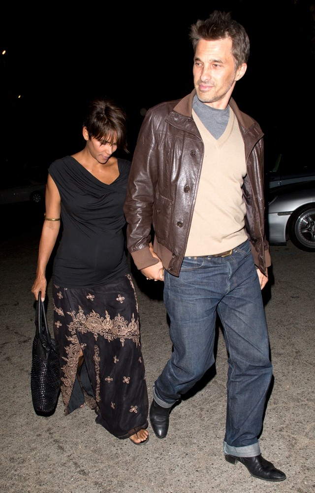 Halle Berry Takes Her Bump On A Dinner Date With Olivier
