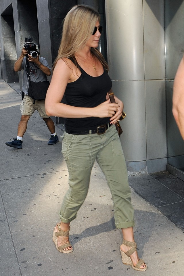 Date Day: Jennifer Aniston And Justin Theroux Go Laidback In New York