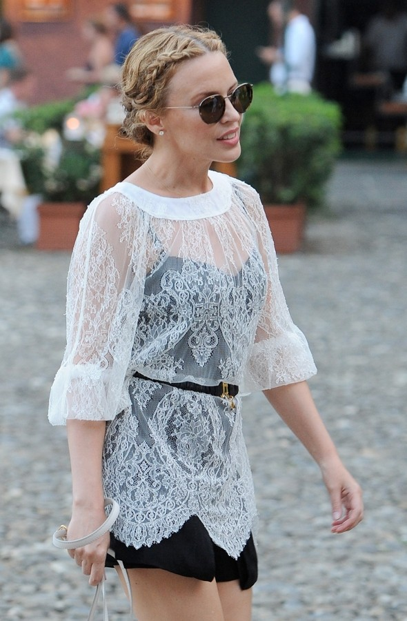 Kylie Minogue Is Lovely In Lace On Holiday In Italy