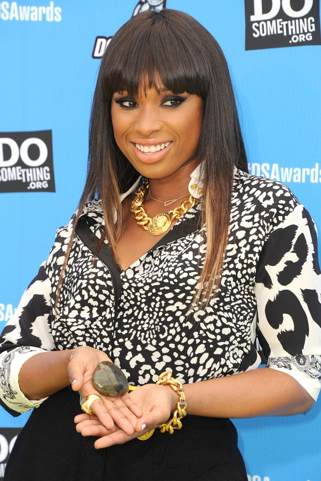 jennifer hudson poses with a pebble on the red carpet