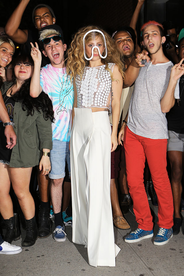 lady gaga with fans outside her apartment in new york