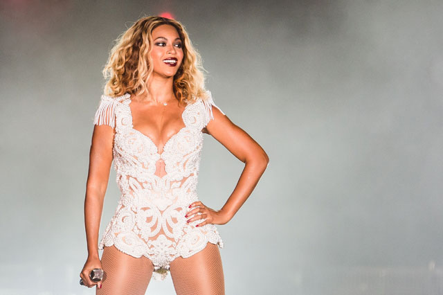 beyonce pulled off stage by fan in brazil