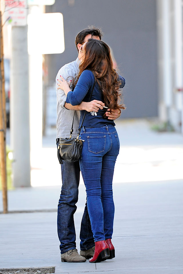 Kelly Brook Snuggles Up To Mystery Man In Hollywood (Women Everywhere Give Danny Cipriani That's-What-You-Get Face)