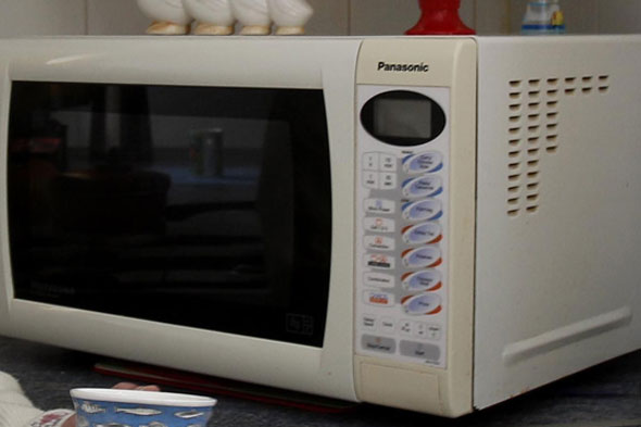 Mum 'cooked' baby in microwave