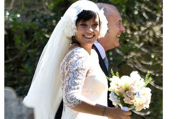 Pregnant Lily Allen turns down mag deal for wedding