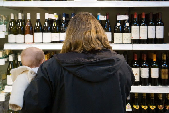 Baby dies at breast after mum drinks almost a bottle of wine