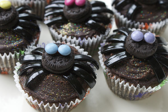 Spooky spider chocolate cupcakes for Halloween