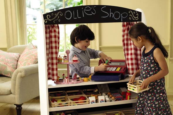 Toy kitchen: Christmas shopping discount at Great Little Trading Company.