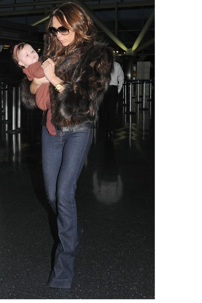 Harper Beckham back to brown whilst is in Posh micro climate mystery