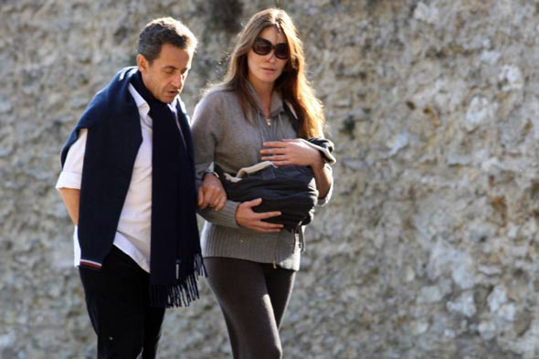 Carla Bruni and President Sarkozy take Giulia for a stroll round Versailles