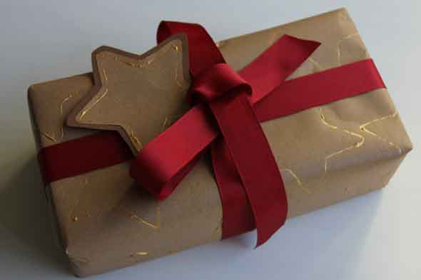 Easy homemade wrapping paper and gift tags