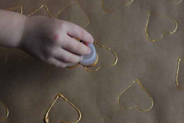 How to make easy homemade wrapping paper and gift tags with your children