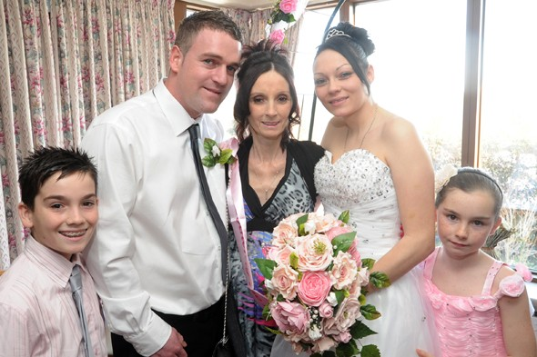 Cancer mum dies 36 hours after seeing her daughter get married