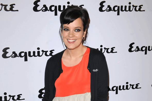 Lily Allen pregnancy: Star Tweets about throwing up on Bond Street