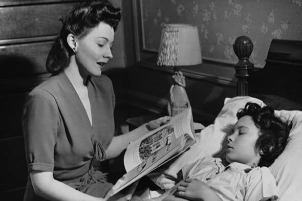 Nostalglic picture of a mother reading a bedtime story