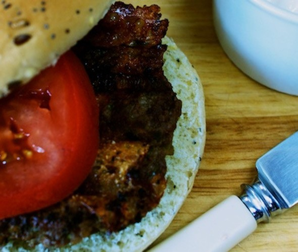 Beef burgers with mozzarella and caramelised onions