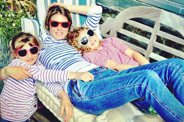 Jamie Tweets gorgeous pic of wife Jools and daughters to prove all's well in the Oliver household