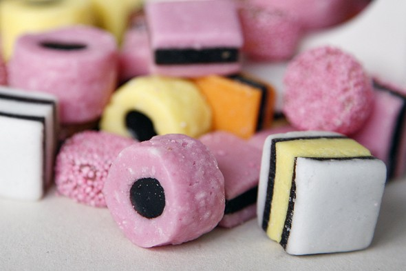Resisting sweet treats makes kids better behaved and less likely to be an obese adult