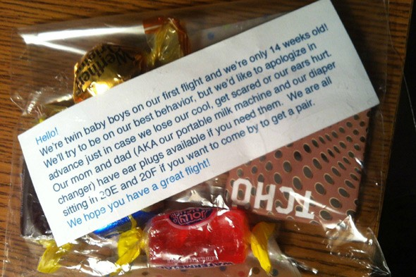Parents of 14 week old twins hand out treats on plane to keep other passengers sweet!