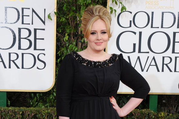 Adele shines at Golden Globes but still does not reveal baby's name