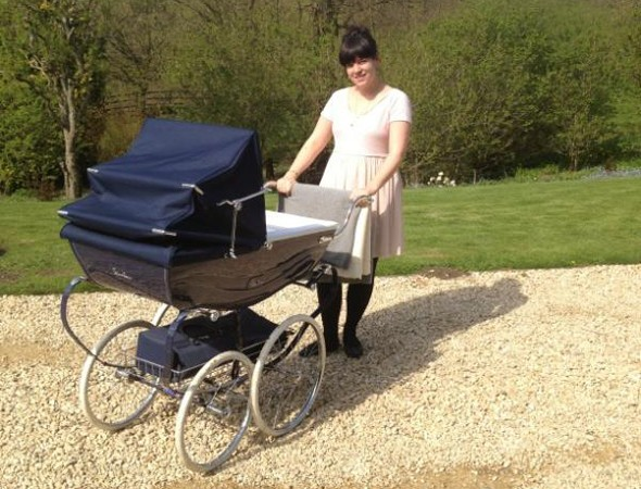 New mum Lily Allen tweets: 'I'm bored with changing nappies and cooking dinner'