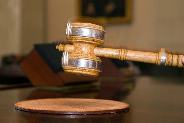 Judges orders teen truant to decide which of his parents goes to jail