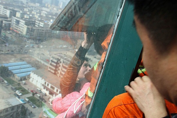 Dad dangles himself and toddler daughter out of 150ft high window then threatens to cut rope