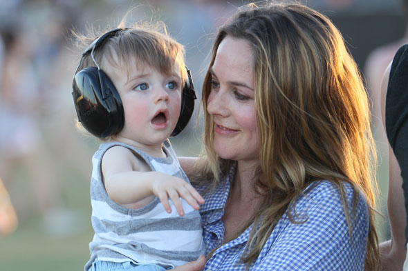 Clueless actress Alicia Silverstone launches breastmilk-sharing service for vegan mums