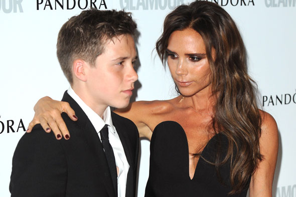 Victoria Beckham arrives at parents' eve by helicopter