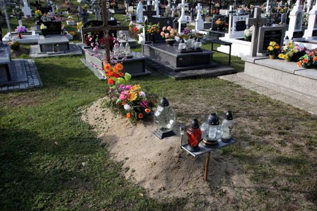 Missing son returns home to find parents laying flowers on his grave