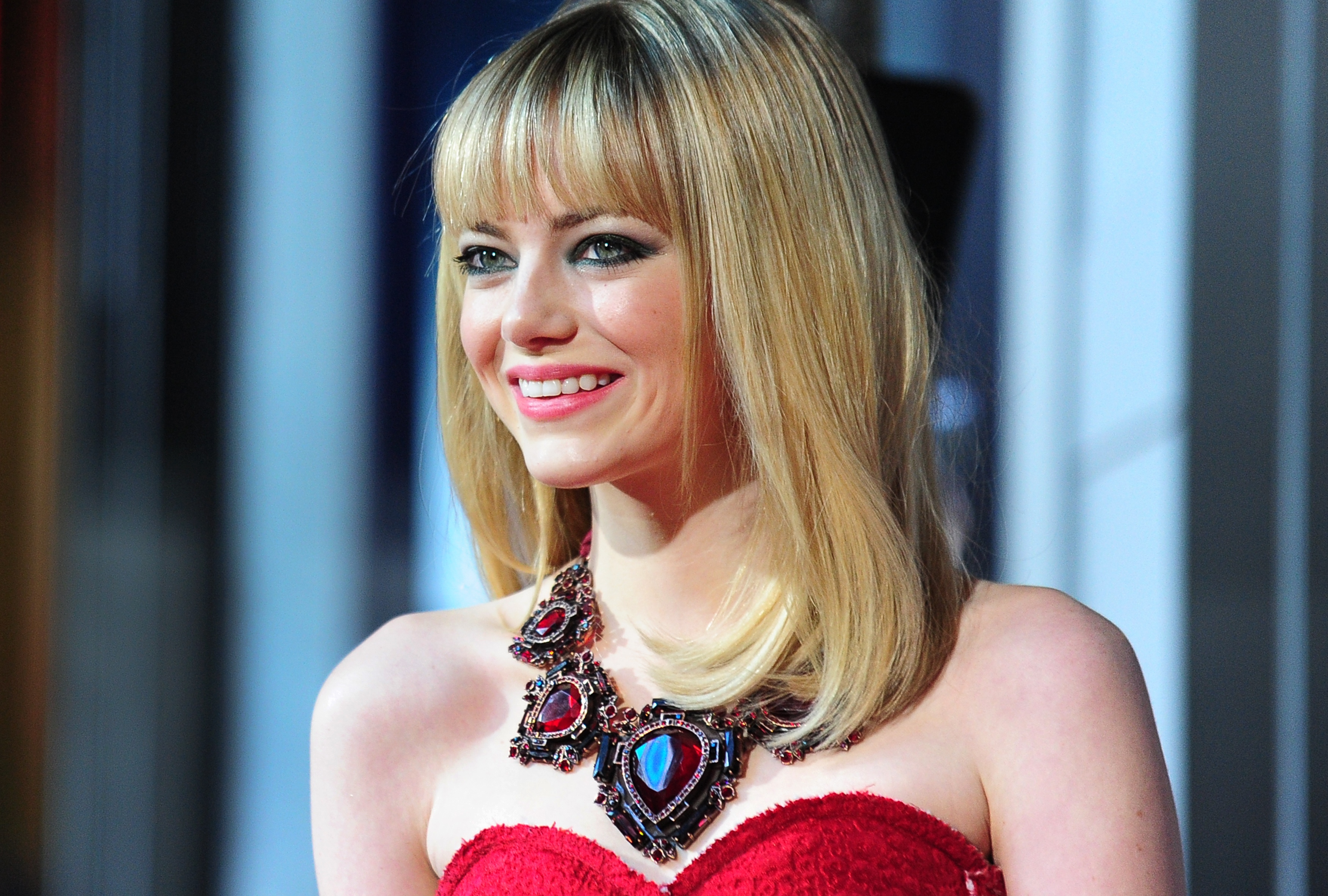 Emma Stone's 70's Inspired Red Carpet Beauty