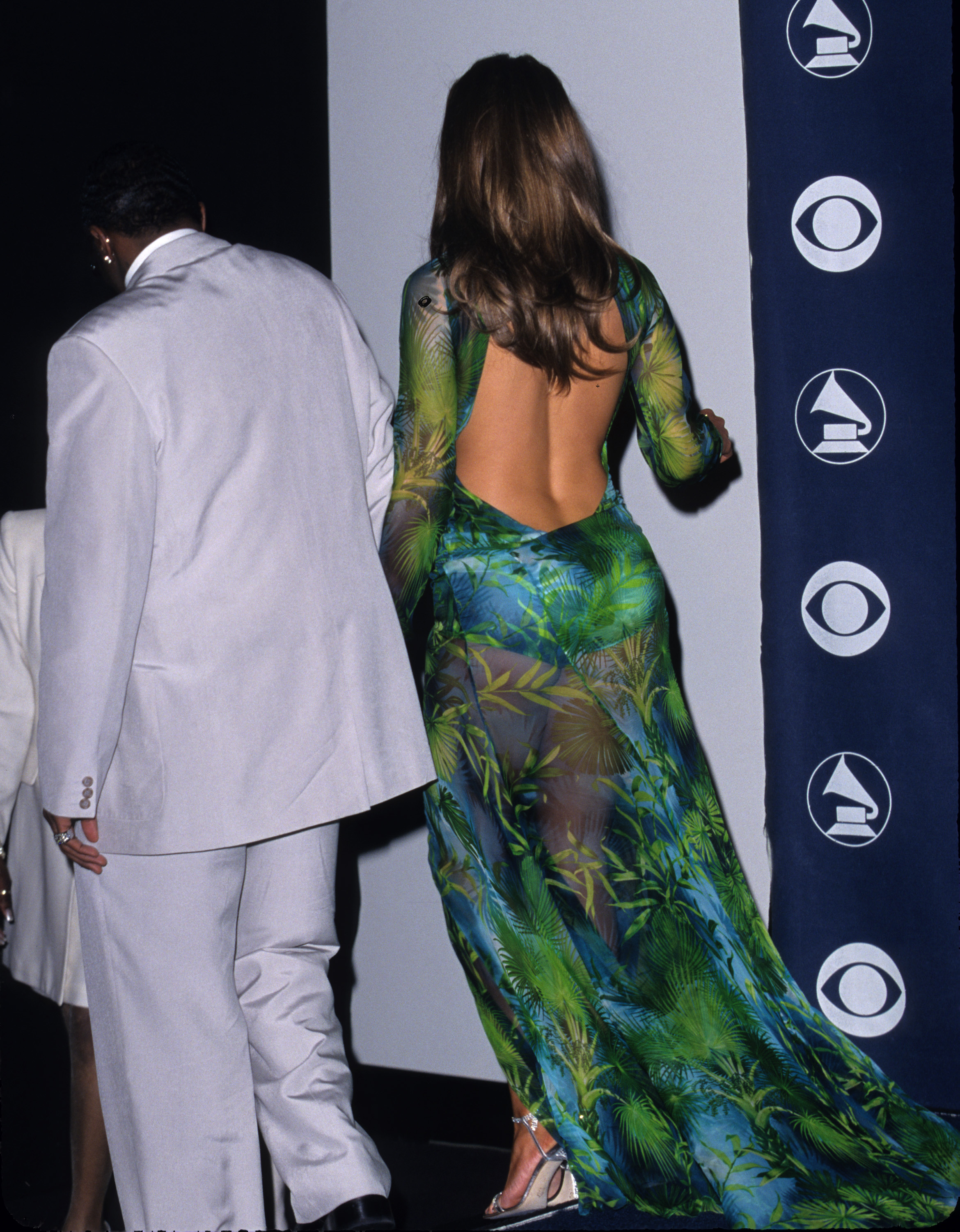 jennifer lopez talks fashion and her infamous 2000 grammy dress aol lifestyle