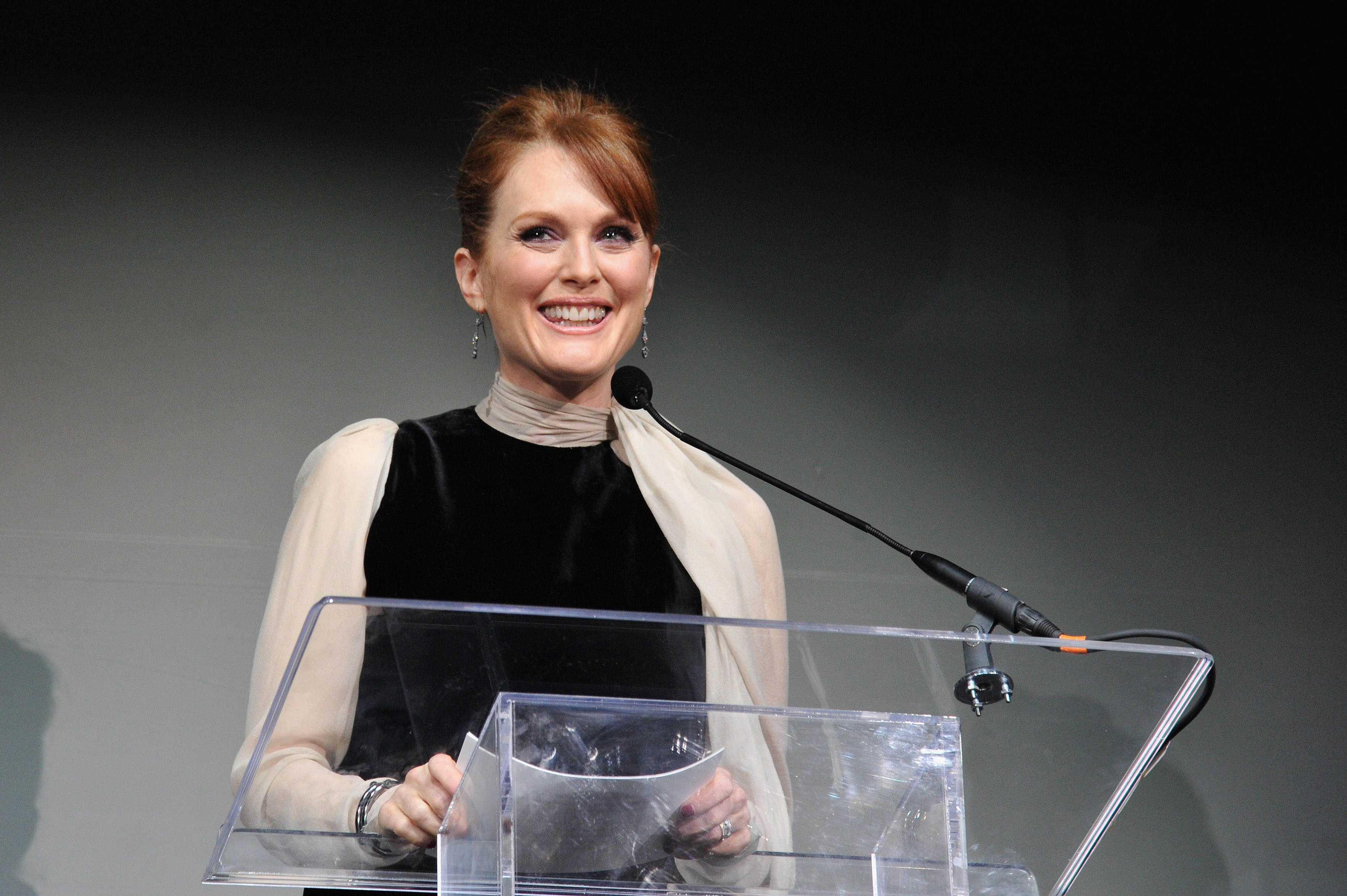 Julianne Moore New Ambassador for L'Oreal