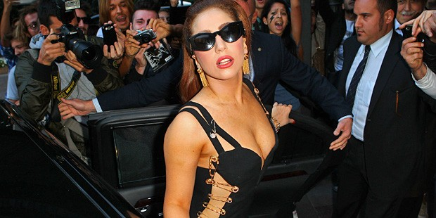 LADY GAGA CHANNELS LIZ HURLEY IN ICONIC VERSACE SAFETY PIN DRESS