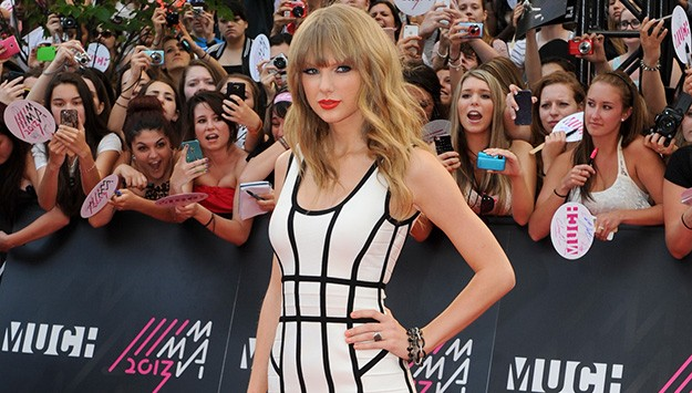 Get Taylor Swift's Body Con Look For Less