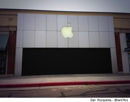 Recent Apple thefts include highspeed NYC chase, Colorado storefront smashandgrab